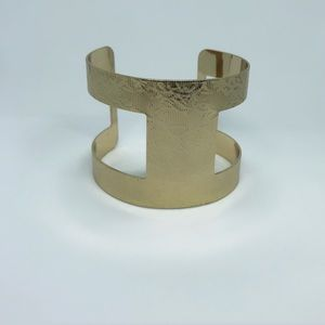Jewelry - 🚨 5/$20 Gold floral cuff bracelet